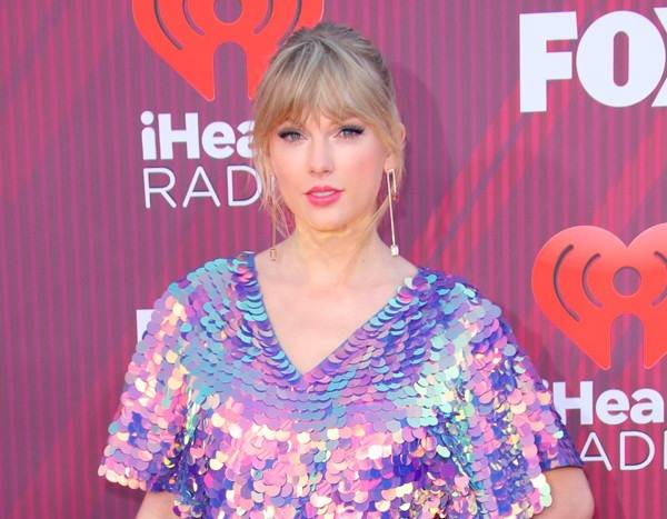 86cf5b9e4e Taylor Swift Is a Technicolor Dream With Pink Hair at 2019 iHeart Radio  Music Awards